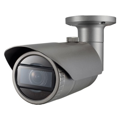 Wisenet QNO-7080R outdoor vandal-resistant IP camera with 4MP resolution, varifocal lens, 30m IR and edge storage