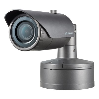 Samsung Wisenet XNO-8030R outdoor vandal-resistant bullet IP camera with 5MP resolution, up to 30m IR, edge storage and PoE
